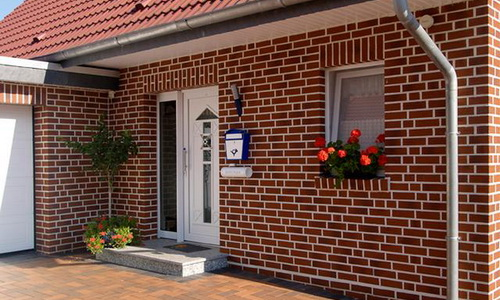 Фасад дома облицованного кирпичом