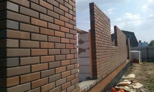Стена, выполненная в 1 кирпич