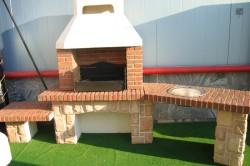 Кирпичный мангал на даче