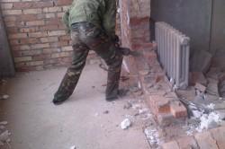 Демонтаж кирпичной стены отбойным молотком