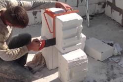 Процесс резки газобетонных блоков
