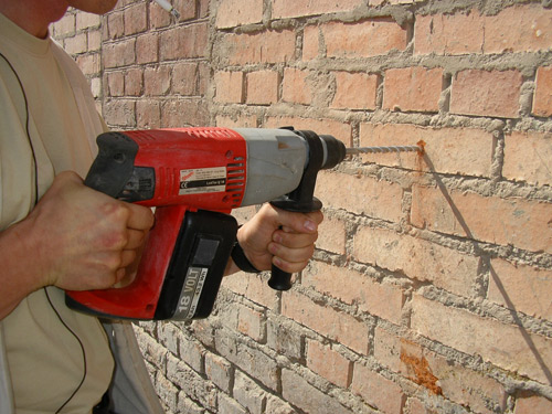 Как сделать отверстие в кирпичной стене