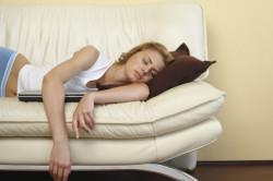 Постоянная сонливость - признак скрытой пневмонии